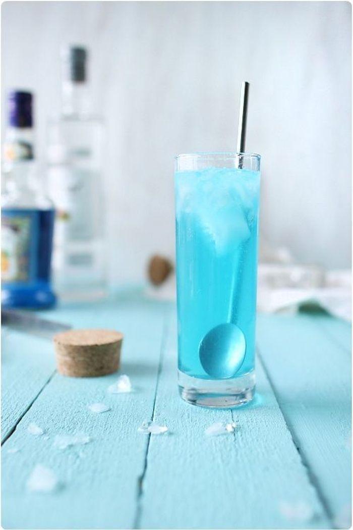 Top Cocktail bleu avec rhum - Des cocktails bleus pour encourager son  KV24