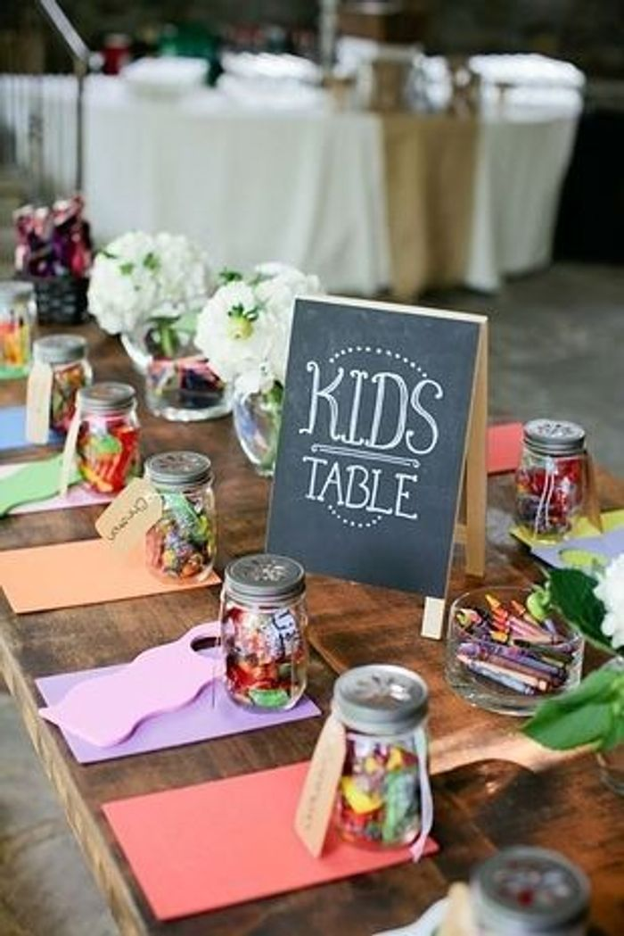 Populaire Une table d'enfants ludique - 20 idées faciles et pas chères pour  DZ56