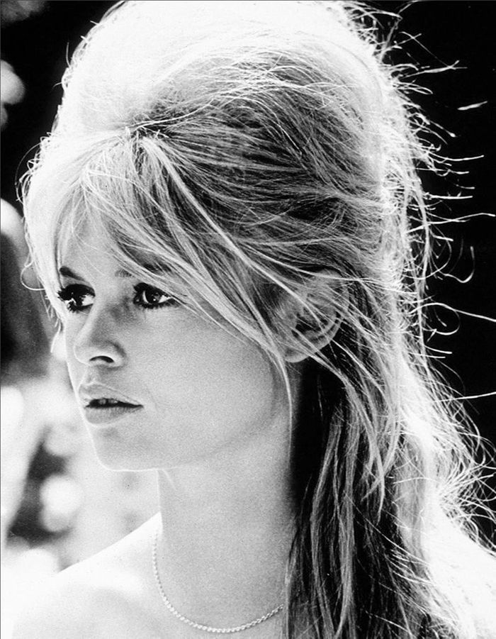 la l gendaire choucroute de brigitte bardot brigitte bardot retour sur 20 coiffures. Black Bedroom Furniture Sets. Home Design Ideas