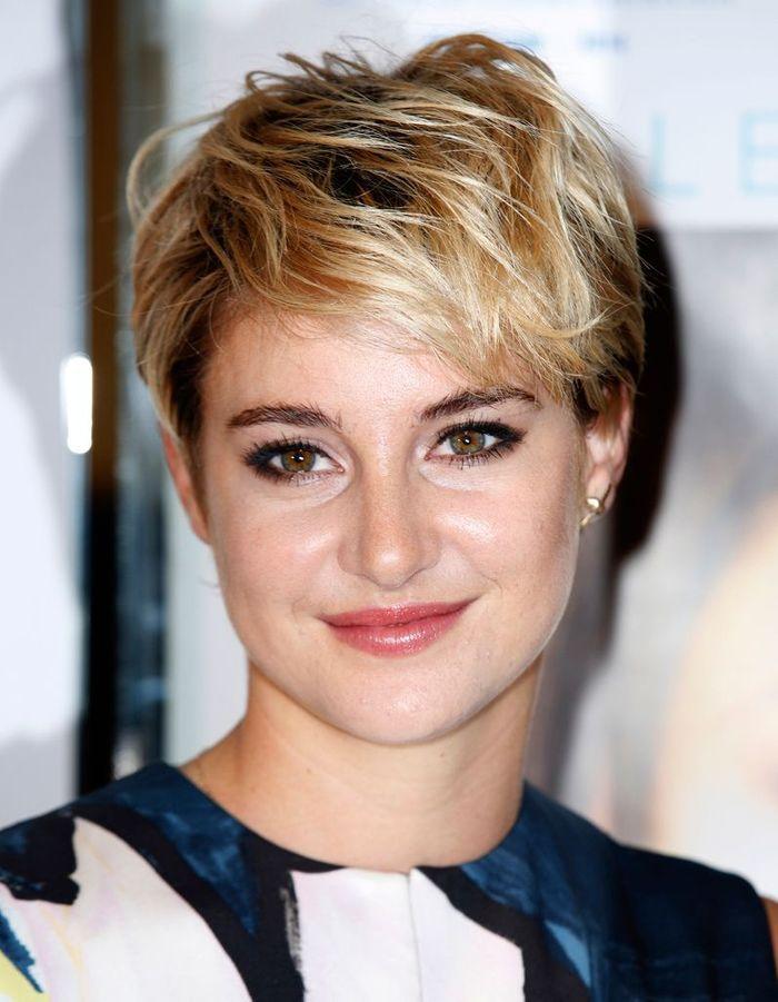 Un boyish d coiff cheveux courts sur tapis rouge for Shailene woodley coupe de cheveux