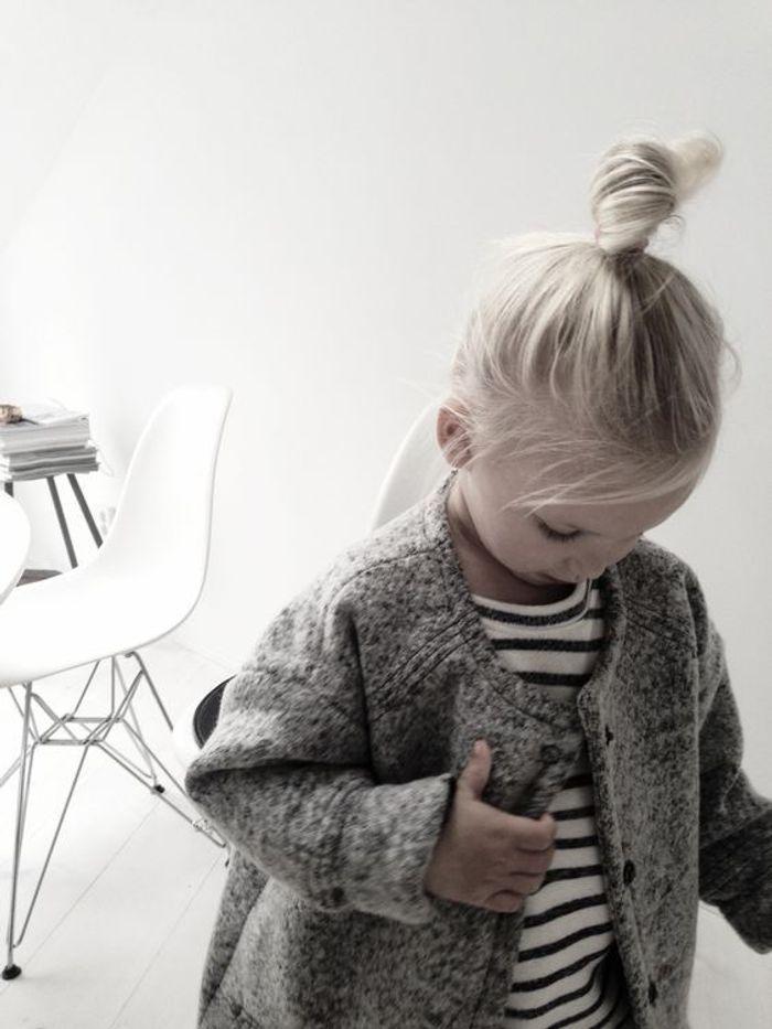 coiffure petite fille blonde 40 coiffures de petite fille qui changent des couettes elle. Black Bedroom Furniture Sets. Home Design Ideas