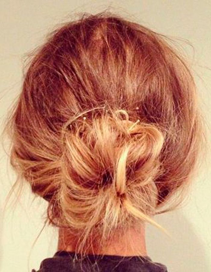 Coiffure simple cheveux attachés