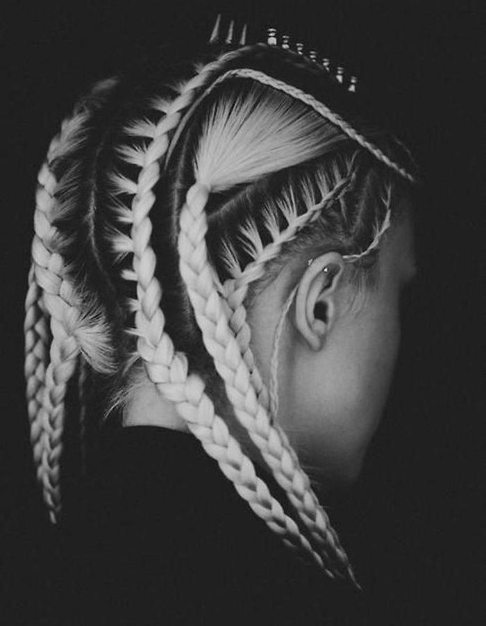 Coiffure tress e futuriste 30 coiffures tress es pour passer l 39 t en beaut elle - Coiffure couronne tressee ...