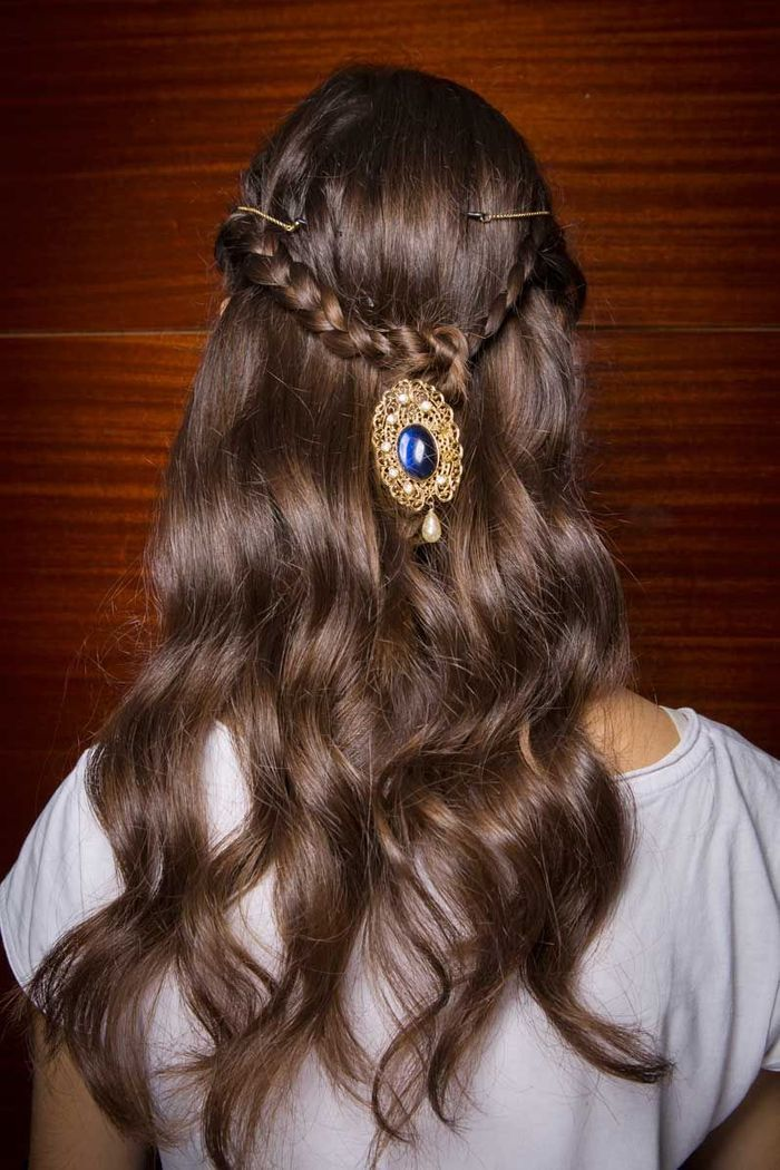 Coiffure facile avec bijou de tête