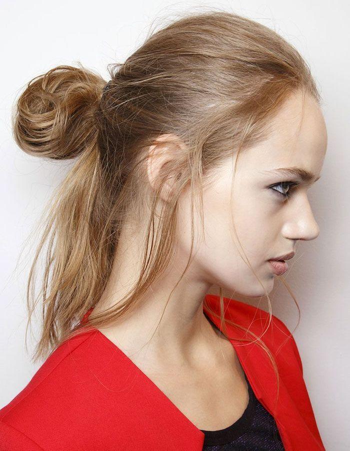 Half-up sur cheveux raides