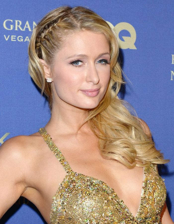 la coiffure avec tresses et boucles de paris hilton coiffure on adopte les tresses des stars. Black Bedroom Furniture Sets. Home Design Ideas