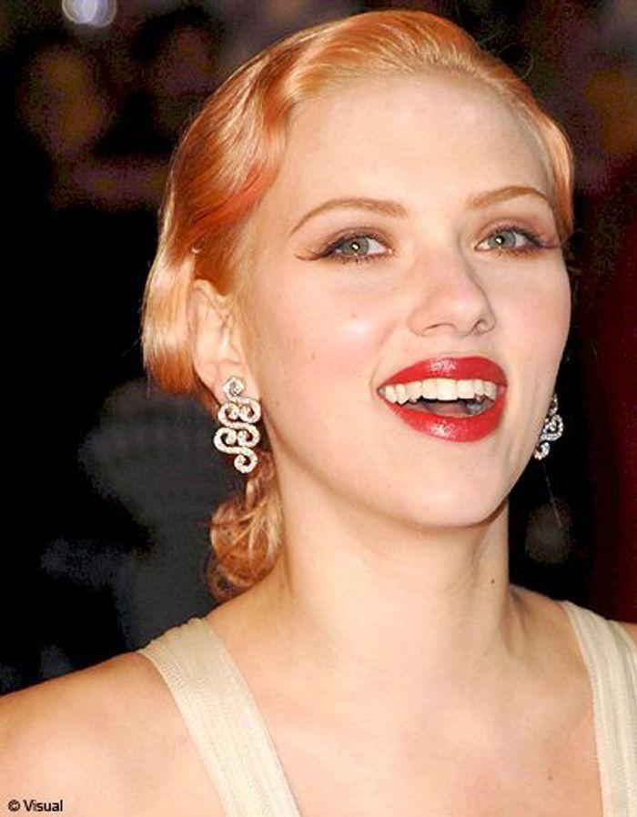 cheveux blond roux scarlett johansson ses plus belles coiffures elle. Black Bedroom Furniture Sets. Home Design Ideas