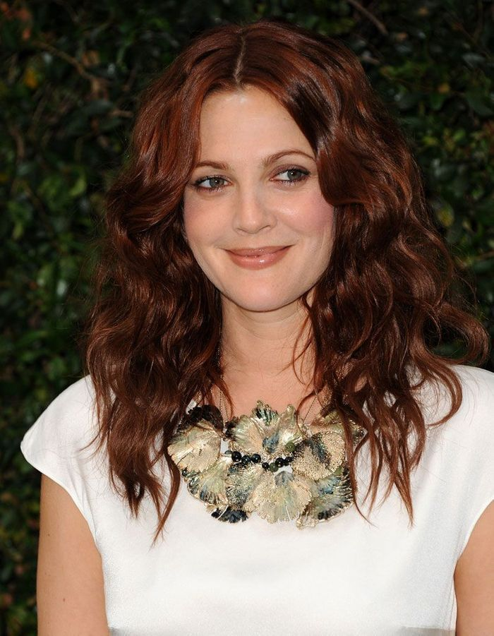 cheveux auburn drew barrymore cheveux auburn la couleur automnale qui s duit les stars elle. Black Bedroom Furniture Sets. Home Design Ideas
