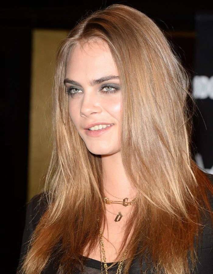 les cheveux ch tain clair de cara delevingne ind modable. Black Bedroom Furniture Sets. Home Design Ideas