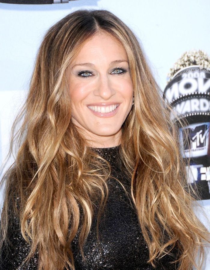 sarah jessica parker cheveux longs avec un balayage blond en juin 2008 sarah jessica parker. Black Bedroom Furniture Sets. Home Design Ideas