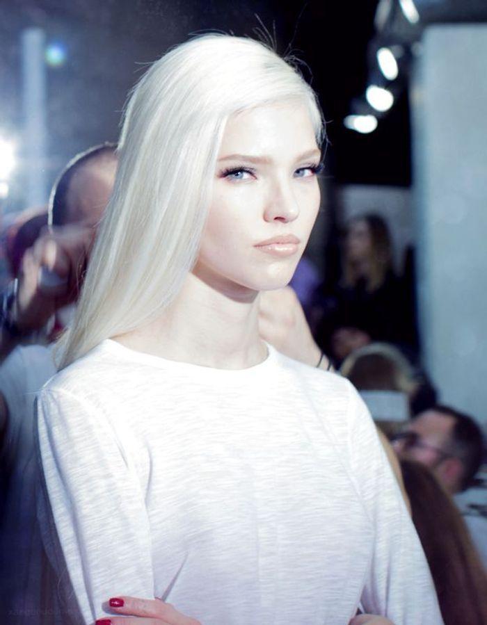 cheveux blancs d fil 25 jolies fa ons de porter les cheveux blancs elle. Black Bedroom Furniture Sets. Home Design Ideas