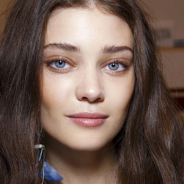 maquillage des yeux bleus comment maquiller des yeux bleus elle. Black Bedroom Furniture Sets. Home Design Ideas