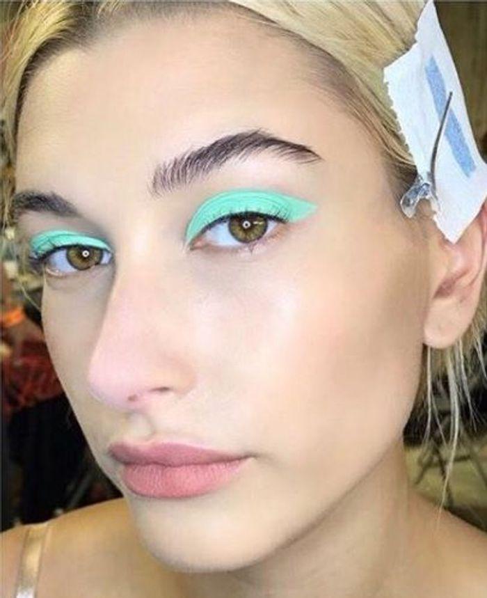 Le bleu turquoise en all over sur les yeux du défilé Missoni