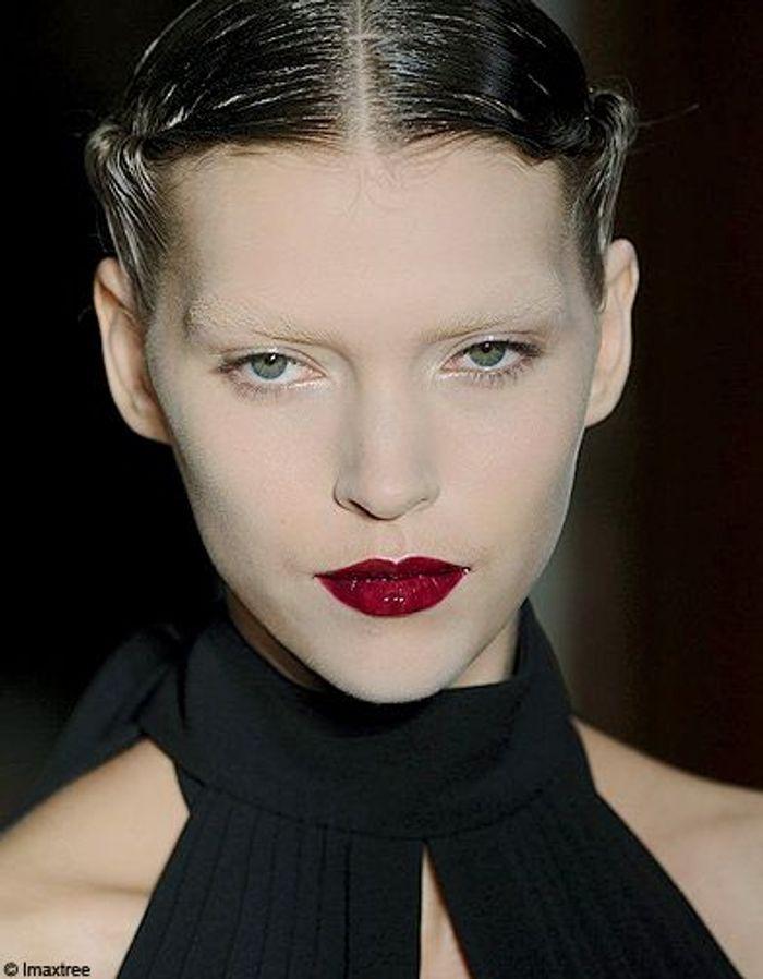 d fil yves saint laurent t 2011 fashion week paris le maquillage elle. Black Bedroom Furniture Sets. Home Design Ideas