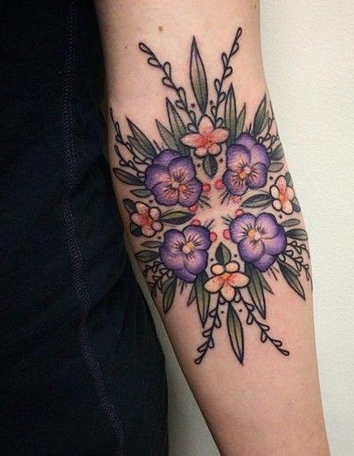 id e tatouage un motif g om trique et floral les 40 plus beaux tatouages de pinterest elle. Black Bedroom Furniture Sets. Home Design Ideas