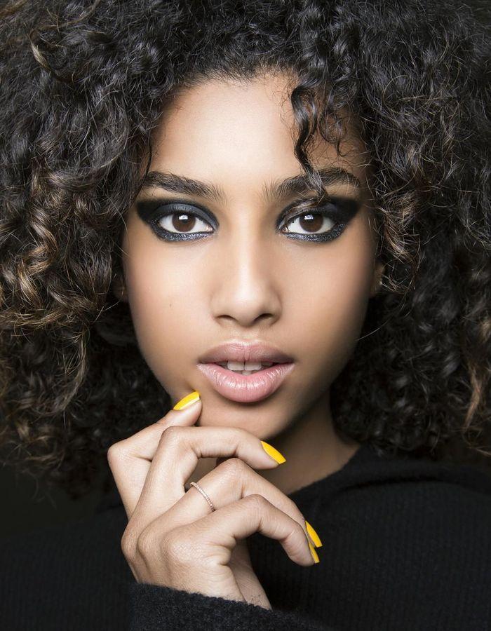 maquillage r veillon regard charbonneux 40 id es de maquillage de r veillon pour briller elle. Black Bedroom Furniture Sets. Home Design Ideas