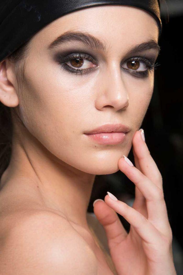 Maquillage Saint-Valentin : l'oeil charbonneux