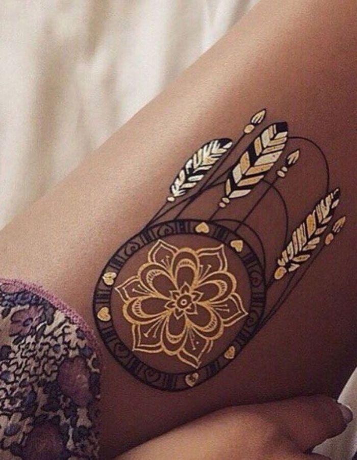 tatouage cuisse attrape r ve 15 tatouages sur la cuisse qui nous font de belles jambes elle. Black Bedroom Furniture Sets. Home Design Ideas