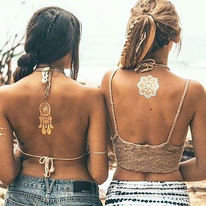 tatouage dor ph m re 24 tatouages dor s pour une peau illumin e elle. Black Bedroom Furniture Sets. Home Design Ideas