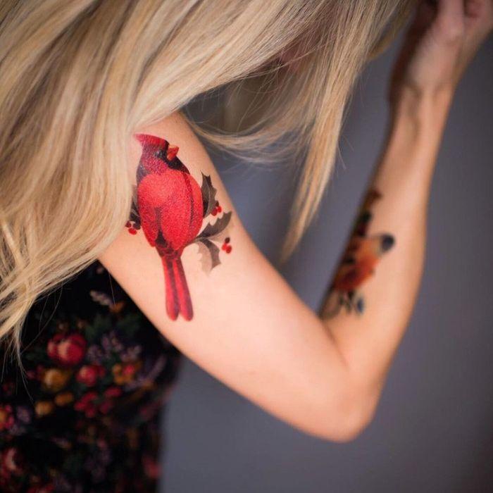 tatouage oiseau femme 20 tatouages d oiseau qui vont vous donner des ailes elle. Black Bedroom Furniture Sets. Home Design Ideas