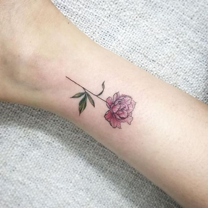 petit tatouage pivoine 15 id es de tatouages pivoine pour avoir sa fleur pr f r e dans la peau. Black Bedroom Furniture Sets. Home Design Ideas