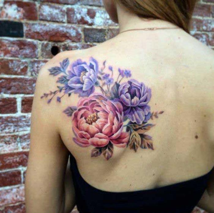 tatouage pivoine dans le dos 15 id es de tatouages pivoine pour avoir sa fleur pr f r e dans. Black Bedroom Furniture Sets. Home Design Ideas