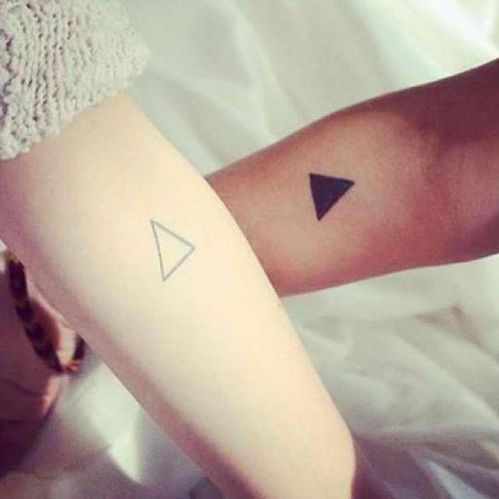 Tatouage pour soeurs 15 id es de tatouages faire entre - Tatouage de soeur ...