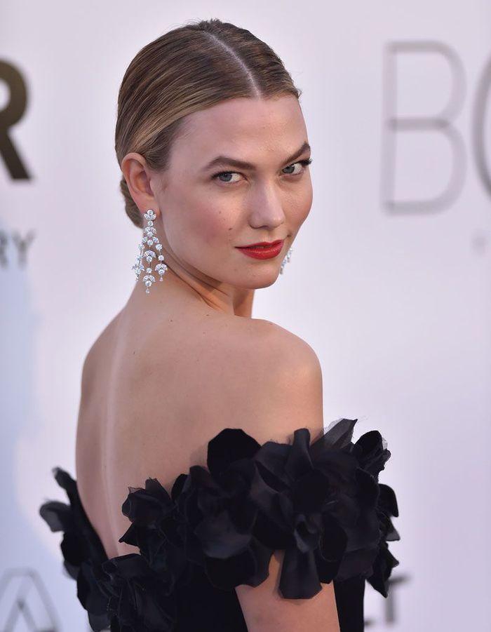 Le chignon bas de Karlie Kloss au Festival de Cannes 2016