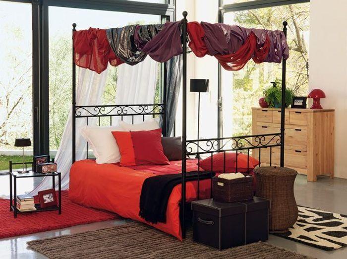 Ciel de lit ou lit baldaquin elle d coration - Chambre avec lit baldaquin ...
