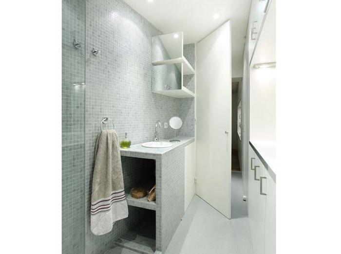 10 petites salles de bains pleines d 39 astuces elle d coration. Black Bedroom Furniture Sets. Home Design Ideas