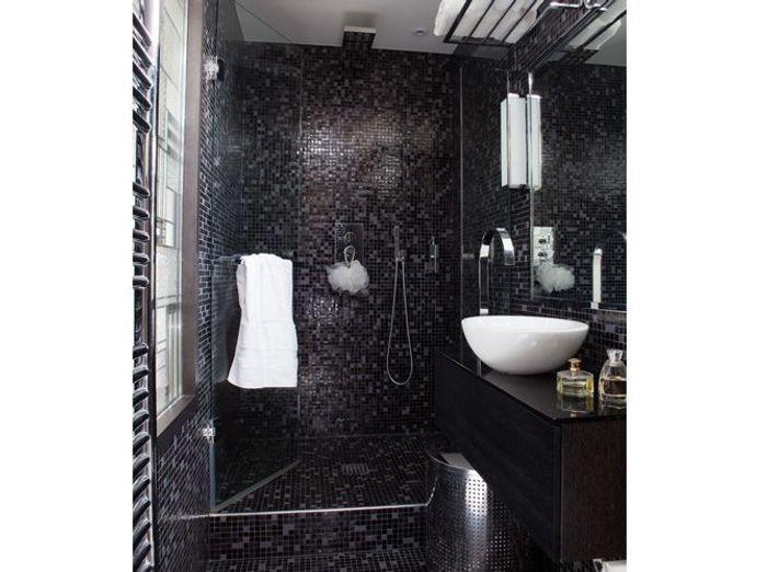 10 petites salles de bains pleines d 39 astuces elle d coration for Petite salle de douche design