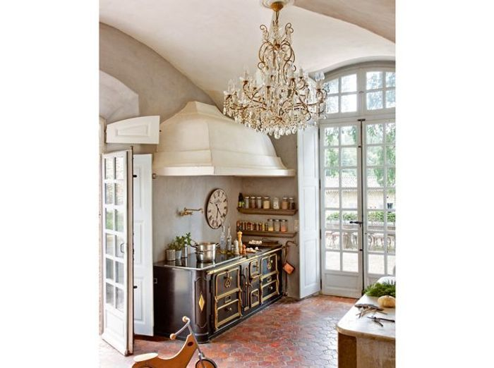 Perfect dans cette superbe bastide provenale with deco mur cuisine moderne - Reposez vous dans un hamac design ...