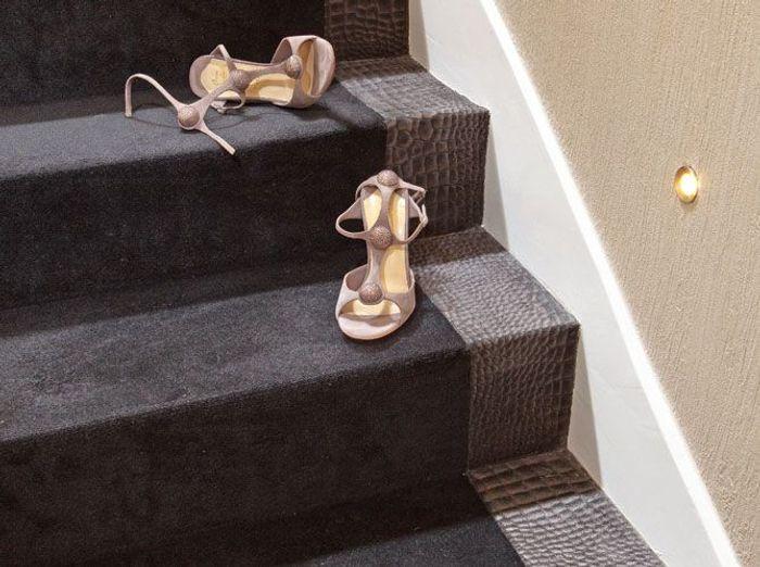 Le retour de la moquette elle d coration for Pose moquette escalier