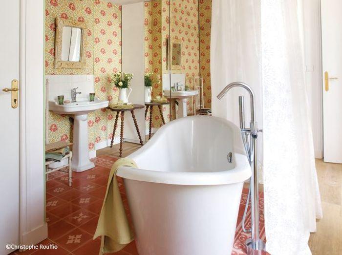Tendance les salles de bains l 39 ancienne elle d coration for Vasque ancienne en porcelaine