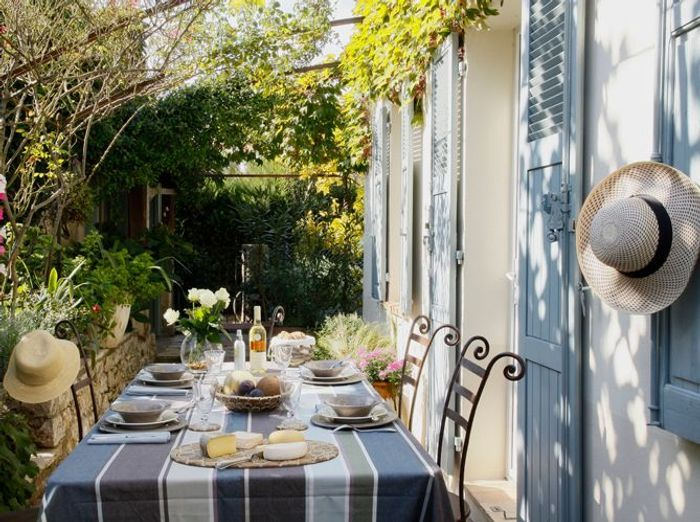 Pergolas : déjeuner à l'ombre des tonnelles