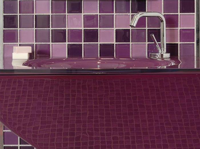 Salles de bains le carrelage fait sensation elle d coration for Carrelage mauve salle bain