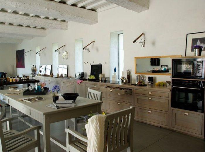 une belle et grande cuisine pour recevoir elle d coration. Black Bedroom Furniture Sets. Home Design Ideas