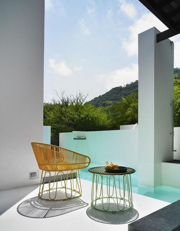Une table de balcon Ames