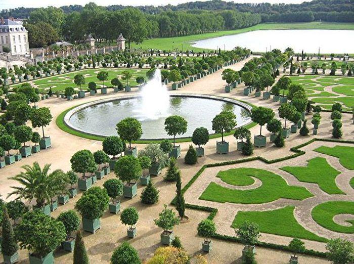 Les jardins la fran aise qui nous font r ver elle for Jardin a la francaise versailles