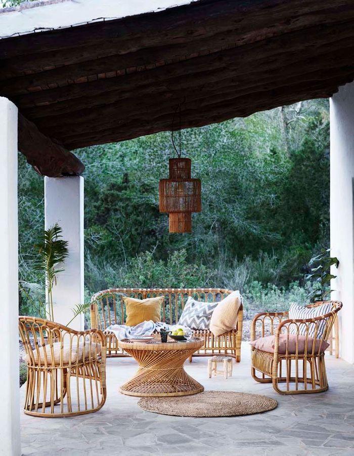 Pariez sur le rotin pour réchauffer le coin terrasse de votre jardin