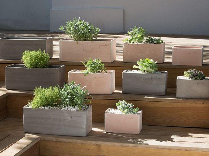la jardini re qui gaiera votre balcon elle d coration. Black Bedroom Furniture Sets. Home Design Ideas