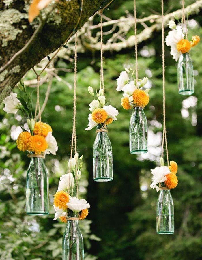 Des bouteilles en verre détournées en soliflores