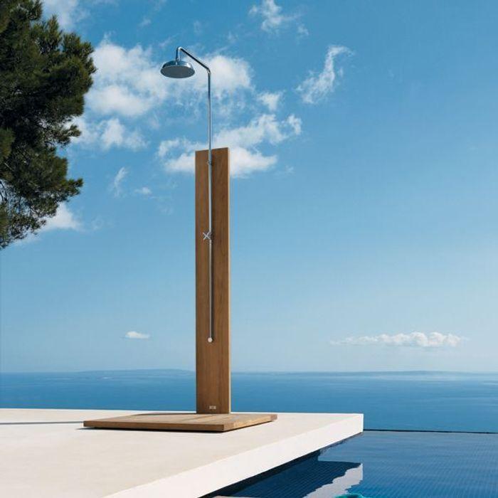 14 douches d 39 ext rieur pour votre jardin elle d coration for Decoration exterieur pour piscine