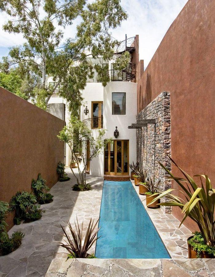 le couloir de nage la super piscine des jardins en longueur elle d coration. Black Bedroom Furniture Sets. Home Design Ideas