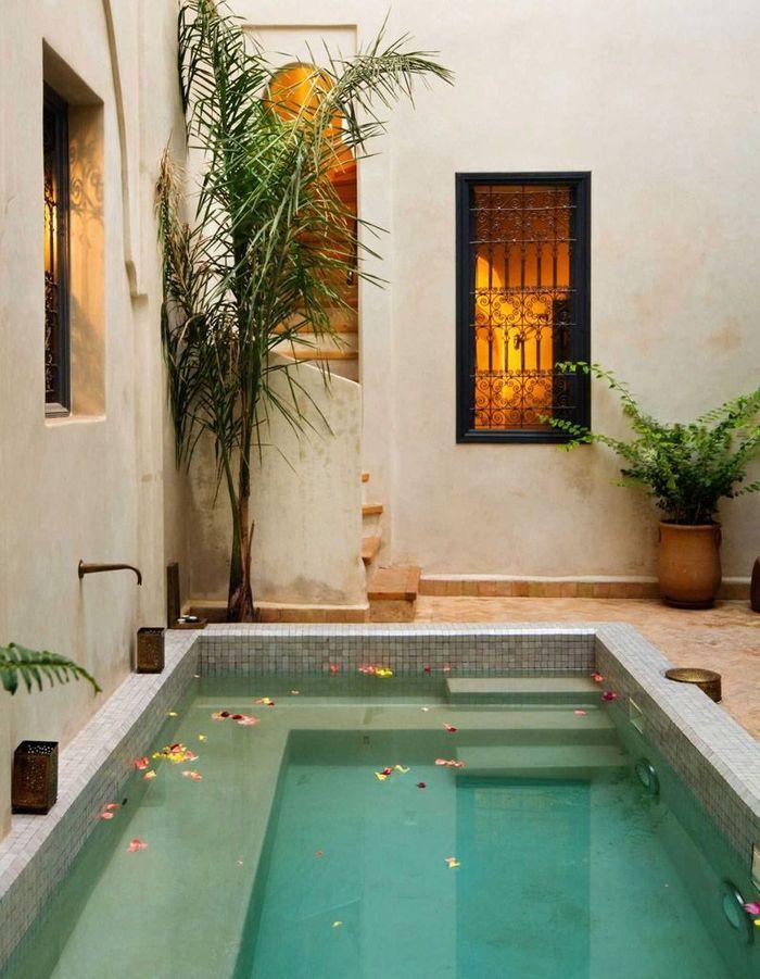 le couloir de nage la super piscine des jardins en. Black Bedroom Furniture Sets. Home Design Ideas