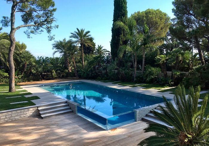 Après n°5 : une piscine très contemporaine