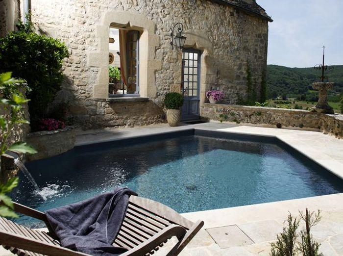 Une piscine pour tous les styles elle d coration for Decoration murale hexagonale