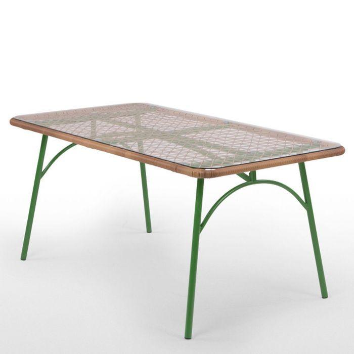 Une table de jardin seventies
