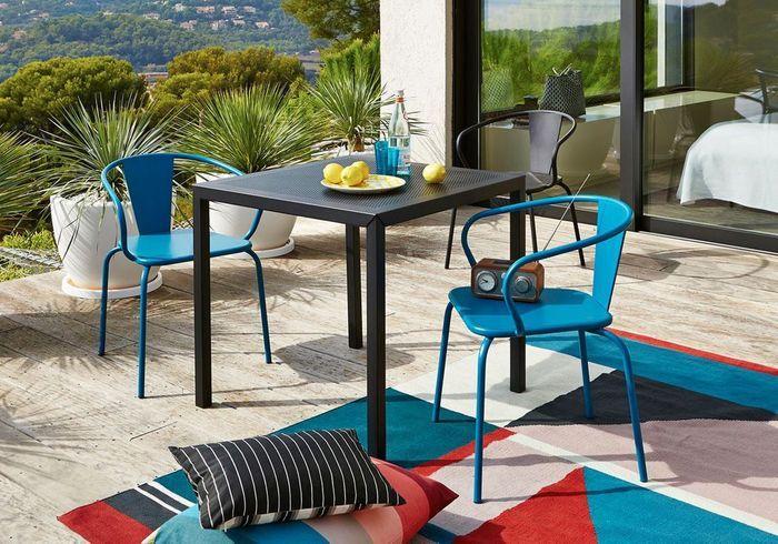 Proposez plusieurs types d'assises (chaises et coussins de sol)