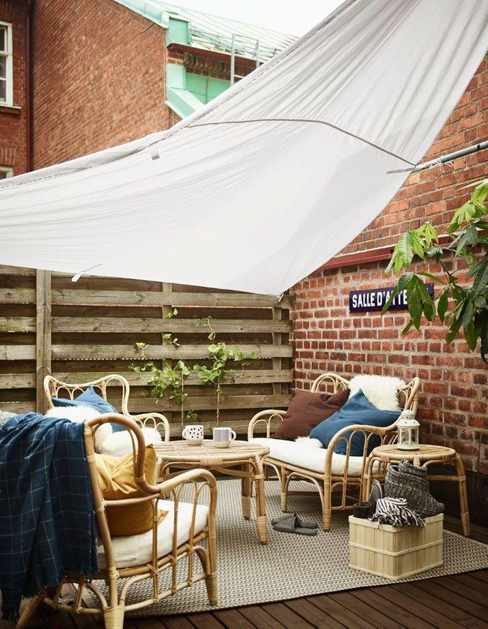 Une terrasse zen aux meubles en rotin